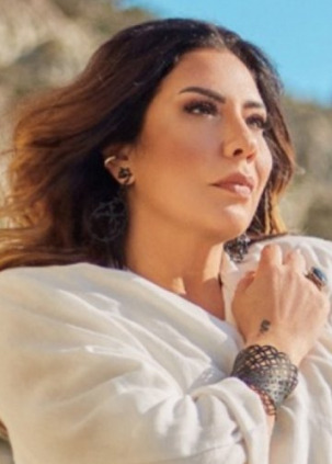 Işın Karaca Yeni Şarkısını Sevenleriyle Buluşturdu
