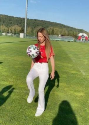 Derya Uluğ Futbol Topuyla Şov Yaptı