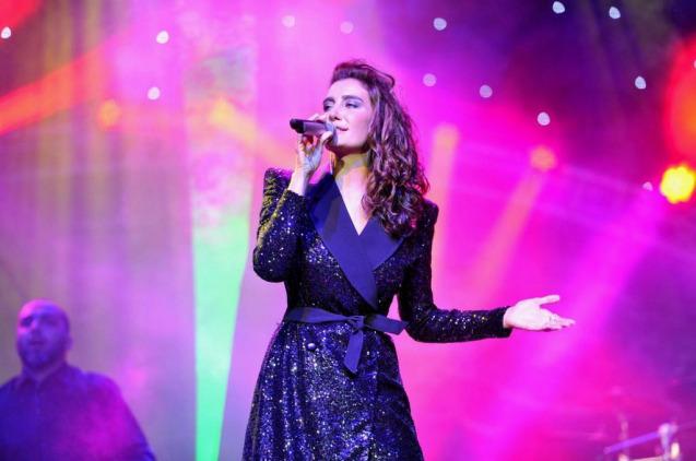 Sıla Antalya Konserinde Neslican'ı Andı