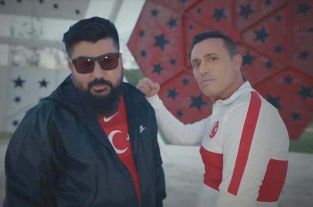 Mustafa Sandal, Derya Uluğ,  Eypio ve Irmak Arıcı'dan ''Bizim Çocuklar''
