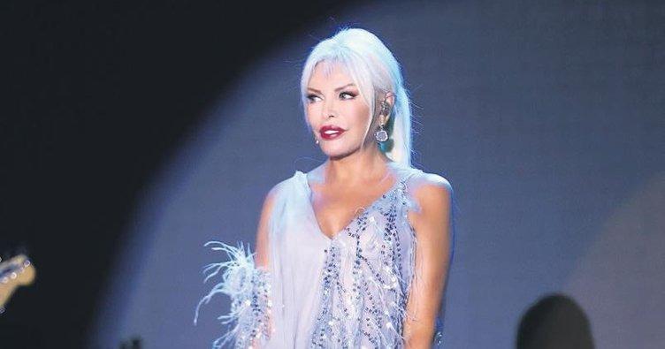 Ajda Pekkan Kıbrıs'ta Sahneye Çıktı