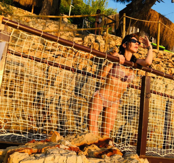 Hande Yener Genç Kızlara Taş Çıkarttı