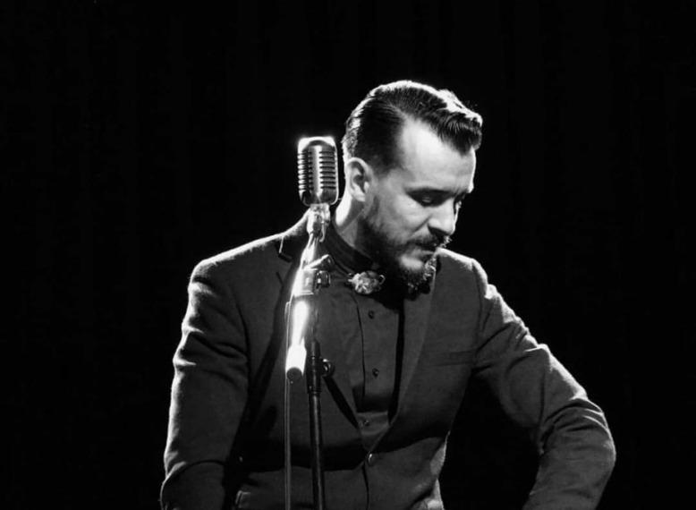 Cem Adrian Konserinde Talihsiz Kaza Geçirdi