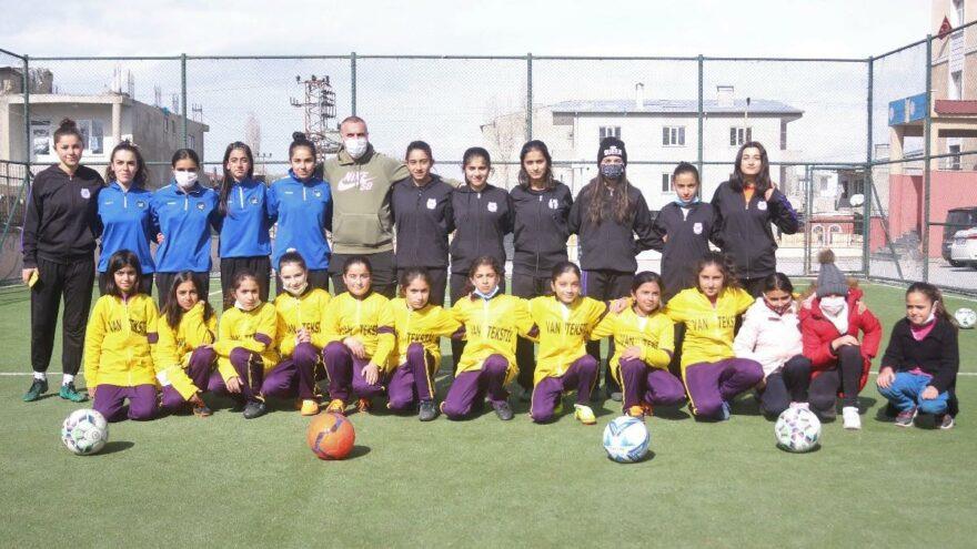 Ödülünü Van'daki Kız Futbol Takımına Hediye Etti